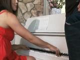 Vaya repaso le mete el profesor de piano