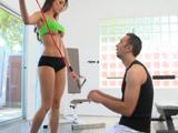 Estiliza su cuerpazo con sexo duro - Video de Tetonas