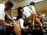 Azafatas asiáticas en una orgía de altos vuelos