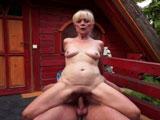 Lleva a esta abuela al éxtasis del sexo