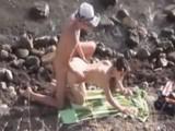Voyeur acecha a una pareja follando en la playa