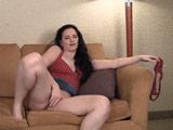 Pasa la tarde masturbándose frente a la tele - Video de Masturbaciones