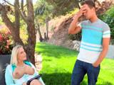 La madre de su chica le seduce con sus pechos