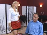 La camarera prefiere rabo como propina - Video de Rubias