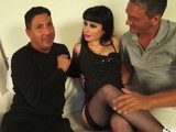 Porno italiano con una hembra follada por 2