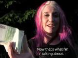 Chica punk follada al aire libre en el parque