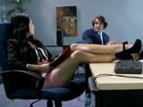 Menudas piernas luce la sexy Asa Akira