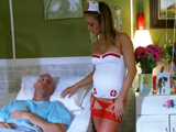 Se recupera follándose a la enfermera - Video de Rubias