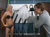 Se folla al fotógrafo tras la sesión - Video de Rubias
