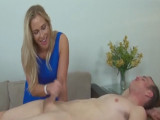 Preferí masajearle la polla a mi cliente - Video de Maduras Milf