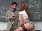 Y así es como le suben la nota a la tetona estudiante - Video de Porno XXX