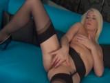 Milf cachonda se pajea a solas - Video de Masturbaciones