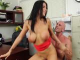 La secretaria llegó con ganas de sexo - Video de Morenas