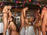 Celebran el año nuevo con una mega orgia