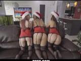 Las amigas de Santa Claus le regalan una orgía