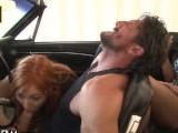 El placer de conducir mientras te la chupan