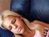 Despierta a su novia para pegarle un buen polvo