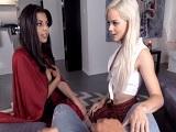 Trío porno con dos bellezas muy golfas - Video de Trios X