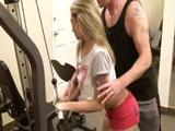 La jovencita mas zorra del gimnasio - Video de Rubias