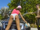 Sexo duro después de lavar el coche de la vecina