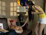 La zorra despierta al cuñado y se lo tira - Video de Actrices Porno