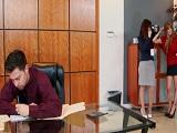 Las dos secretarias lo ponen muy cachondo - Video de Trios X