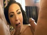 Melissa Love follando con dos buenos maduros