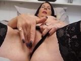 La señora es vieja pero es muy cerda también - Video de Masturbaciones