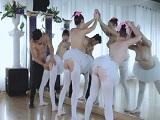 El profesor follando con tres bailarinas