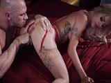 El bombero le apaga el fuego a esta mujer casada - Video de Porno XXX