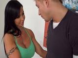 Jewels Jade muy caliente con su hijastro..
