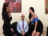 Las dos secretarias me ponen muy cachondo.. - Video de Tetonas