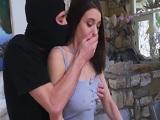 Lana Rhoades follada por un ladrón - Video de Jovencitas