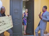 Julia Ann follada por dos presentadores negros