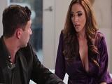 Ariella Ferrera muy escotada con su cuñado - Video de Casadas Infieles