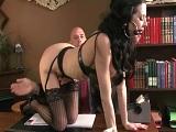 Otra secretaria que zorrea con su jefe calvo - Video de Porno XXX