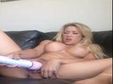 Capri Cavalli jugando con su gran coñito - Video de Masturbaciones