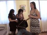 Mamá y sus putas amigas abusan de mí - Video de Sado Dominacion