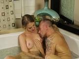 Me meto en la ducha con la masajista..