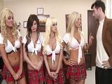 Cuatro colegialas contra el profesor.. - Video de Orgias Porno