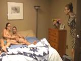 Pillo a mi hermana desnuda con mi hijo