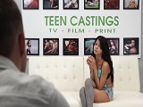 Joven latina follando en un casting porno