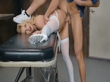 Follada dura en la camilla a la enfermera!