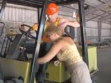 Me follo a un compañero de trabajo de mi hijo - Video de Maduras Milf