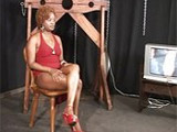 Negrita sumisa disfruta siendo esclavizada