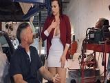 Así se seduce a un mecánico.. - Video de Putas Cerdas