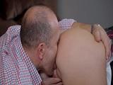 Mi tío me come el culo que da gusto.. - Video de Porno XXX
