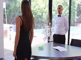Desiree Dulce tontea con el mayordomo.. - Video de Actrices Porno