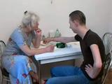 El tonteo con mamá acaba siempre en sexo - Video de Incesto Gratis