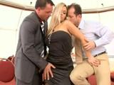 Los dos directivos se follan a la secretaria - Video de Trios X